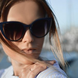 Pour rester branché,des lunettes de soleil pour cet été.
